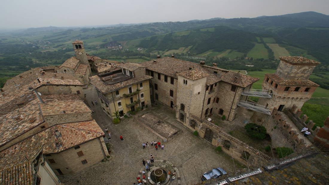 Borgo di Vigoleno - Piazza