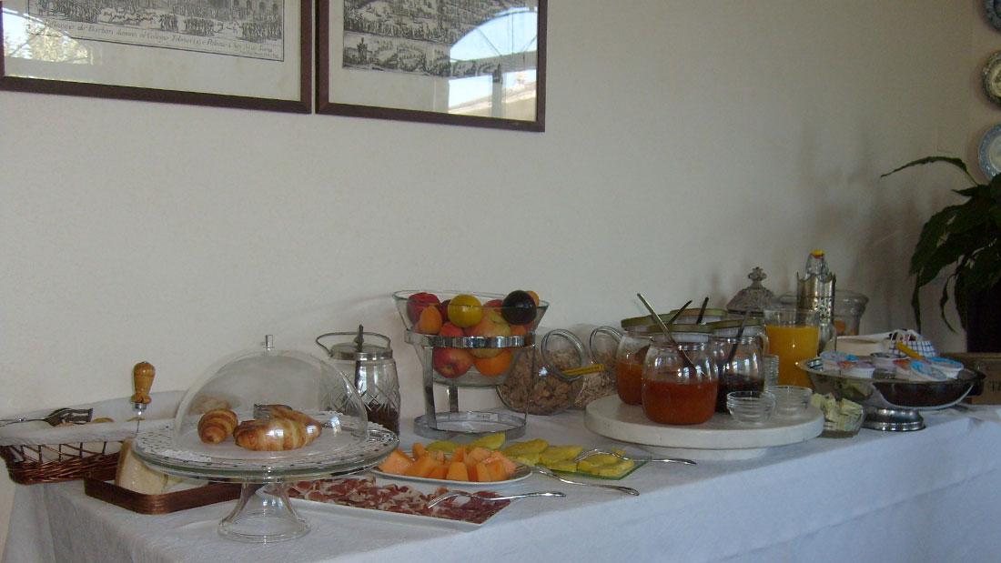 colazione internazionale a buffet